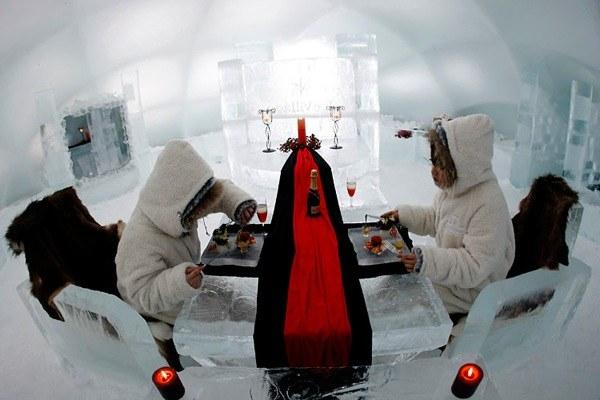 Построенная из льда гостиница Alpha Resort Tomamus Ice Hotel на острове Хоккайду.